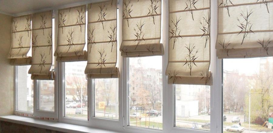 римские шторы на балкон